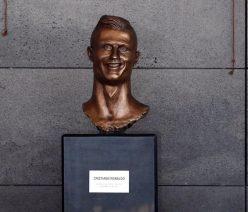 um busto de homenagem Cristiano Ronaldo