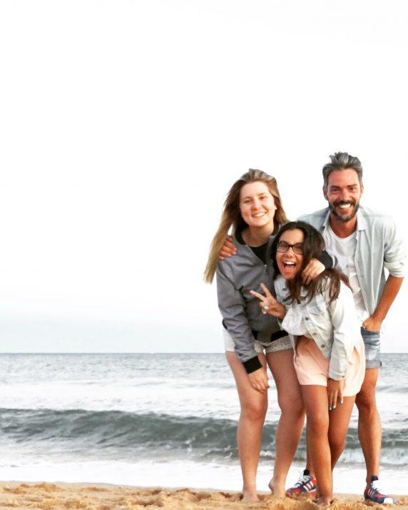 Cláudio Ramos a filha Leonor e a sobrinha Carlota no Algarve