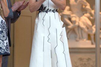 … É um vestido diferente (Não necessariamente brilhante!)