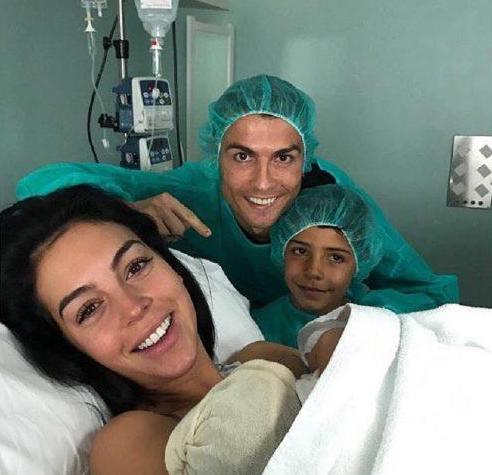 Criastiano Ronaldo com Georgina Cristianinho e Alana
