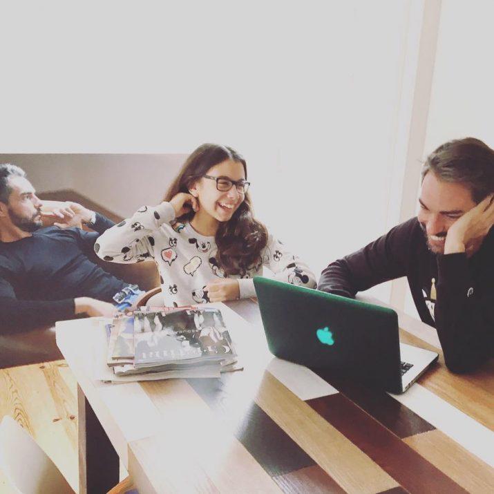 Cláudio Ramos e Leonor com a app do OLX